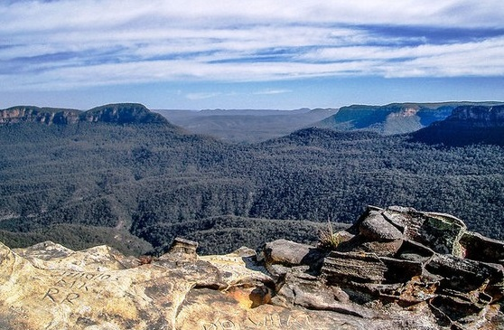 Blue Mountains  2v
